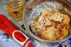 «Закусочный кекс с ветчиной, горчицей и сыром» - приготовления блюда - шаг 4