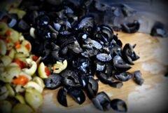 «салат с сыром и оливками» - приготовления блюда - шаг 2