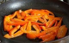 «Теплый салат из перца и брокколи» - приготовления блюда - шаг 2
