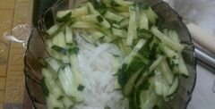 «Салат из редьки дайкон, свежего огурца и грецких орехов» - приготовления блюда - шаг 2