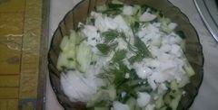 «Салат из редьки дайкон, свежего огурца и грецких орехов» - приготовления блюда - шаг 3