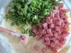 «Лепешки с кусочками бекона, сыром и зеленым луком» - приготовления блюда - шаг 2