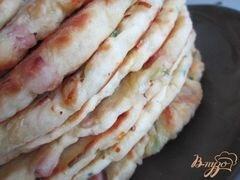 «Лепешки с кусочками бекона, сыром и зеленым луком» - приготовления блюда - шаг 7