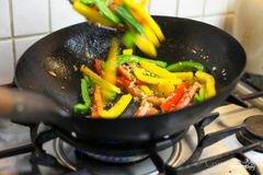 «Курица с овощами в воке» - приготовления блюда - шаг 4