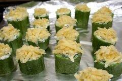 «Бочонки из кабачков» - приготовления блюда - шаг 4