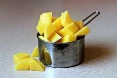 «Жареный в духовке картофель с сыром» - приготовления блюда - шаг 1
