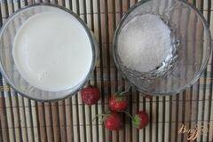«Клубничное молоко» - приготовления блюда - шаг 1