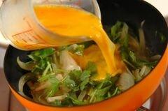 «Яичница с луком» - приготовления блюда - шаг 3