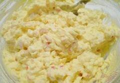«Яйца фаршированные крабовыми палочками, сыром и чесноком» - приготовления блюда - шаг 4