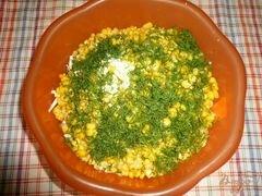 «Салат сытный с крабовым мясом и красной икрой» - приготовления блюда - шаг 5