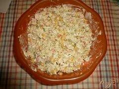 «Салат сытный с крабовым мясом и красной икрой» - приготовления блюда - шаг 6