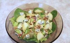 «Пикантный салат с грушей и сыром с плесенью» - приготовления блюда - шаг 5
