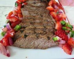 «Жареный говяжий стейк с клубничной сальсой» - приготовления блюда - шаг 4