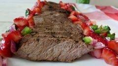 «Жареный говяжий стейк с клубничной сальсой» - приготовления блюда - шаг 7