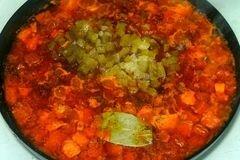 «Солянка с копченостями» - приготовления блюда - шаг 7