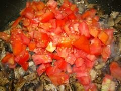 «Спагетти с грибами и помидорами» - приготовления блюда - шаг 5