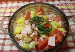 «Теплый салат с сосисками и грибами» - приготовления блюда - шаг 5