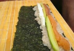 «Роллы с рыбой, сыром и перцем» - приготовления блюда - шаг 2