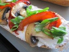 «Тартина с рикоттой, грибами и сладким перцем» - приготовления блюда - шаг 7