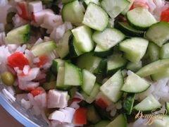 «Салат с крабовыми палочками, рисом и зеленым горошком» - приготовления блюда - шаг 3
