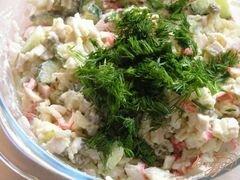 «Салат с крабовыми палочками, рисом и зеленым горошком» - приготовления блюда - шаг 5