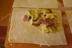 «Пирожки с яйцами и ветчиной» - приготовления блюда - шаг 6