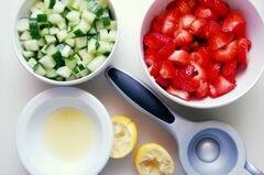 «Клубнично-огуречное табули» - приготовления блюда - шаг 2
