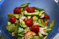 «Салат из креветок с авокадо» - приготовления блюда - шаг 6