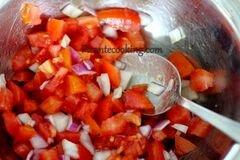 «Брускетты с помидорами и килькой» - приготовления блюда - шаг 2