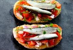 «Брускетты с помидорами и килькой» - приготовления блюда - шаг 5