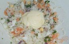 «Салат «Праздничный» с семгой и икрой» - приготовления блюда - шаг 4