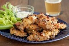 «Крылышки Баффоло в беконе с сыром» - приготовления блюда - шаг 5