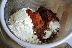 «Острые трюфельные шоколадные брауни с красным перцем» - приготовления блюда - шаг 3