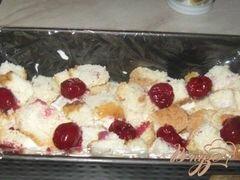 Сметанно-бисквитный десерт с вишней – кулинарный рецепт