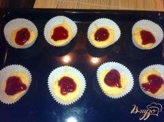 Кексы кефирные с малиновым джемом – кулинарный рецепт