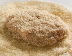 Котлеты в сухарях в духовке - приготовления блюда - шаг 4